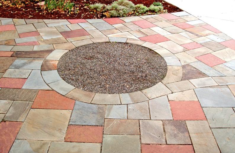 Ashlar patio with Lyons red sandstone and Pennsylvania bluestone, design Kimmerjae Johnson